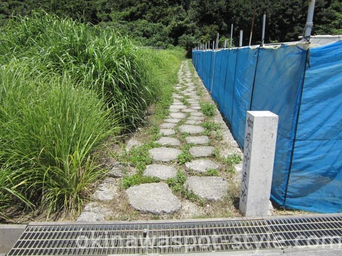 入口の石畳