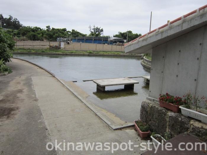 嘉手志川の水たまり